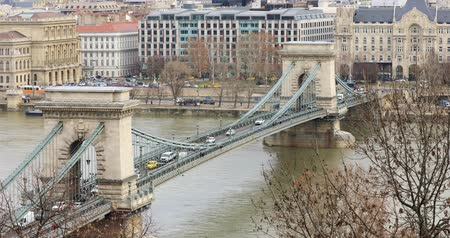 набережная : BUDAPEST, HUNGARY - JANUARY 16, 2019: Aerial view of buildings, Danube river, Chain bridge and city traffic in old city Budapest. Time lapse