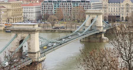 parlamento : BUDAPEST, HUNGARY - JANUARY 16, 2019: Aerial view of buildings, Danube river, Chain bridge and city traffic in old city Budapest. Time lapse