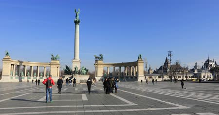 dedicado : BUDAPEST, HUNGARY - JANUARY 17, 2019: A view of Heroes Square