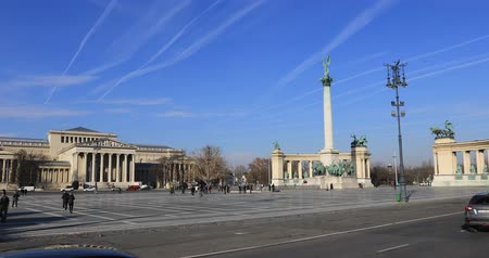 pilon : BUDAPEST, HUNGARY - JANUARY 17, 2019: A view of Heroes Square