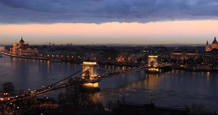 budapeste : Bridge on the Danube in Budapest.Time lapse