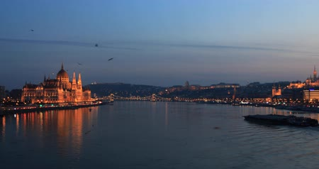 다뉴브 강 : A view of the historical Hungarian Parliament building 무비클립