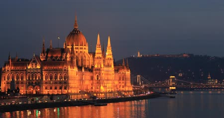 budapeste : A view of the Hungarian Parliament building