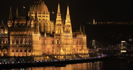 easterner : A view of famous Hungarian Parliament building at night Stock Footage
