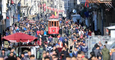 feloszt : A view of the crowded walk on famous Taksim Istiklal Avenue at winter time. Time lapse Stock mozgókép