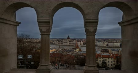 parlamento : Aerial view of buildings, Danube river and old bridge in Budapest. Time lapse