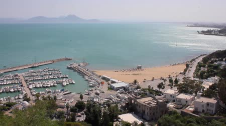 tunus : Panaromic view of the mediterranean sea shores viewed from the town of Sidi Bou Said in Tunisia Stok Video