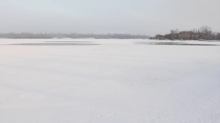 kanada : Wascana lake frozen on a freezing winter day in Regina, Canada.
