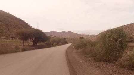 asfalt : Harar, Ethiopia - July 26: The road from Dire Dawa to Harar along Dengego mountain offers a glimpse of the beautiful landscapes of the region. Harare, Ethiopia July 26, 2014.