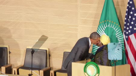 asal : Addis Ababa - July 28: President Obama walks to the podium at the Nelson Mandela Hall of the AU Conference Centre, to deliver a keynote speech to the African continent and its leaders, on July 28, 2015, at the in Addis Ababa, Ethiopia.