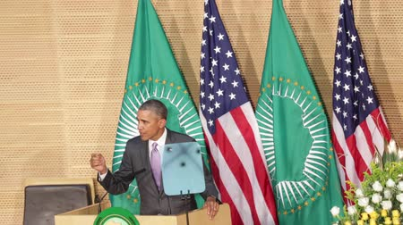 asal : Addis Ababa - July 28: President Obama talks about African Institutions during hisspeech at the African Union Conference Center,on July 28, 2015, at the in Addis Ababa, Ethiopia. Stok Video