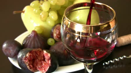 kırmızı şarap : Red wine and fruits