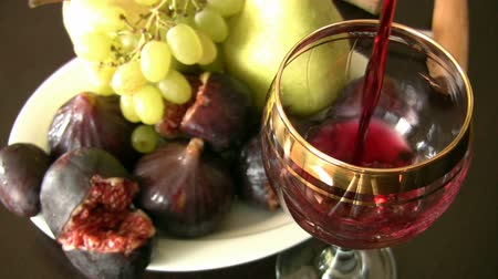 столовая : Red wine and fruits