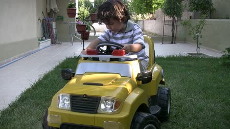toy : Little Boy rides car