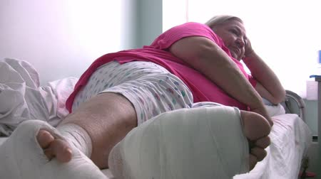 nadváha : Obese woman with diabetic foot in hospital room