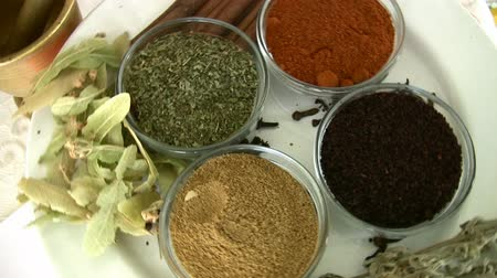 tarçın : Herbal and Spice