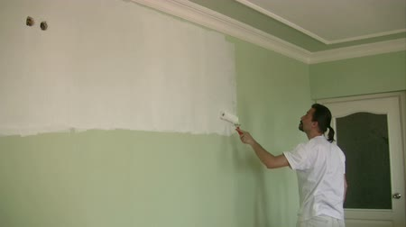 malarstwo : Painter painting the wall Wideo