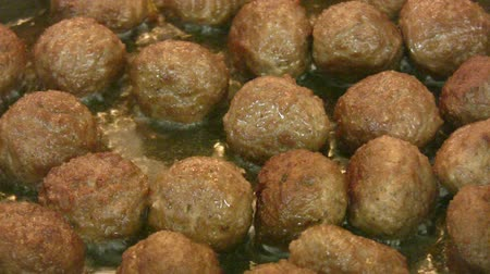 étel : Meatballs frying Stock mozgókép