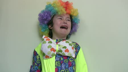 крик : Little clown crying