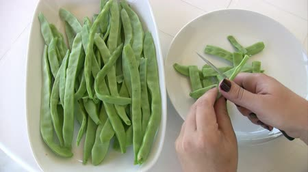 vagens : Hands Cutting Green Beans