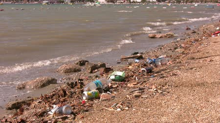 plastics : Water pollution
