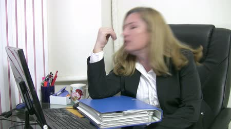 усталый : Businesswoman under stress