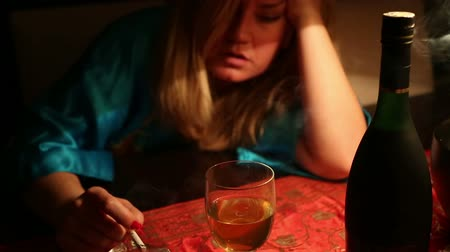 depressão : woman in depression, drinking alcohol