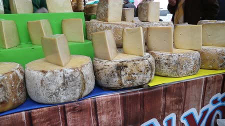 белок : Wheel and slice of cheese on the farmer market