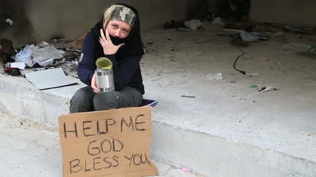 perdido : Homeless woman begging