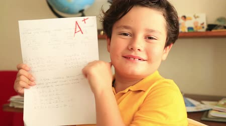 сообщить : Student Showing A Paper With Perfect Grade A Plus