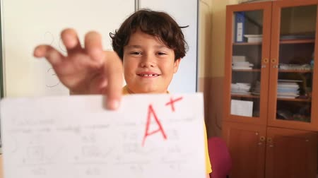vyšetření : Student Showing A Paper With Perfect Grade A Plus
