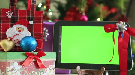 alışveriş : Green screen digital tablet with gift box and christmas tree lights background Stok Video