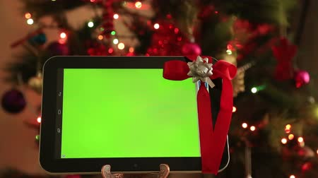 alışveriş : Green screen digital tablet with christmas tree lights background