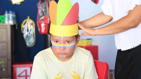 kostüm : Preparing to face painting, costume party.  Fest in preschool Stok Video