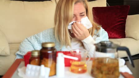 zsebkendő : Portrait of woman wipes his nose with a tissue.  Pills, herbal tea and nose drops  treatment of colds, flu and runny. People healthcare and medicine concept
