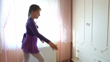 колготки : Graceful girl practicing ballet
