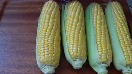 macrobiotic : Fresh corn on the cob kernels