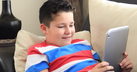 выражающий : Teenager with digital tablet at home