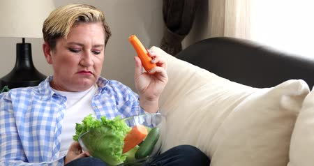 ontevreden : Sad woman with her meal, a bowl fresh vegetable. Diet. Dieting concept. Healthy Food.
