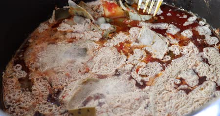 rothadás : Rotten food with white mold outside in the pot Stock mozgókép