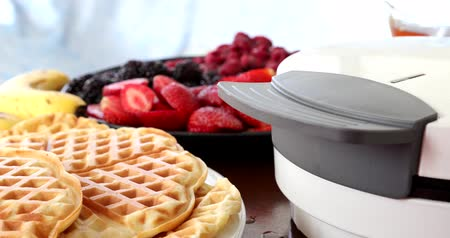 блин : Making Homemade Delicious Waffles In An Electric Waffle Maker