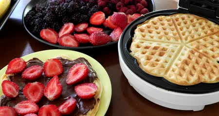 gofre : Making Homemade Delicious Waffles In An Electric Waffle Maker