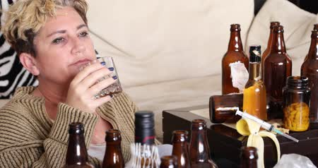 verwarring : Middle aged miserable woman in depression, drinking alcohol Stockvideo