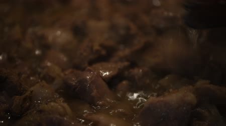 ucrânia : Preparation of home-made pork stew, cooking process in a pan, close-up. Ukrainian cuisine