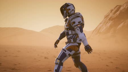 Марс : Astronaut walks on the surface of Mars through a dust storm. Panoramic landscape on the surface of Mars. Realistic cinematic animation.