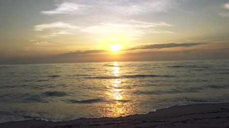 Sunrise Beach. Tropical place in Florida. Wideo