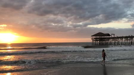 kakao : Cocoa Beach, Florida City Pier Sunrise Time Lapse Wideo