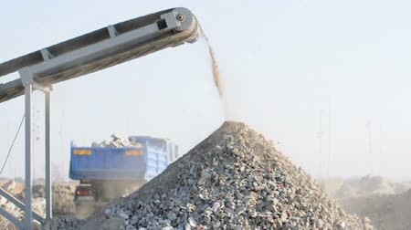 macadam : Machine for crushing stone. Falling rocks Stock Footage