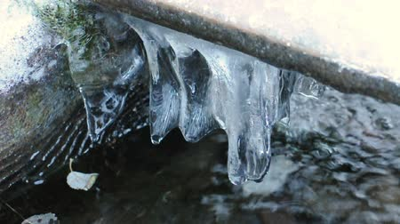 olvad : Running water and ice