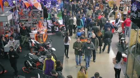 запачканный : Time lapse. Blurred people walking in exhibition of motorcycles hd